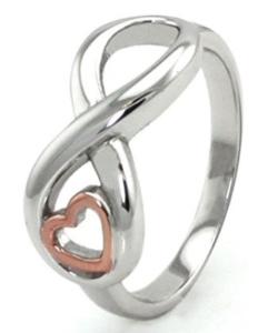 zum Valentinstag einen Ring mit Unendlichkeitszeichen mit rose gold Herz